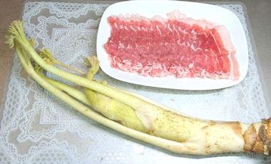 ウドと豚肉のゴマみそ炒め