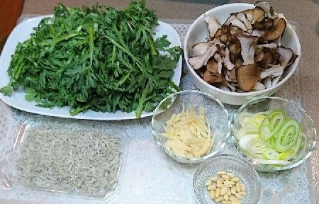春菊と舞茸のじゃこ炒め材料